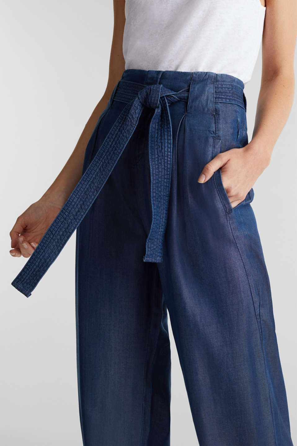 Made of TENCEL™: Trousers in a denim look, BLUE DARK WASH, detail image number 2