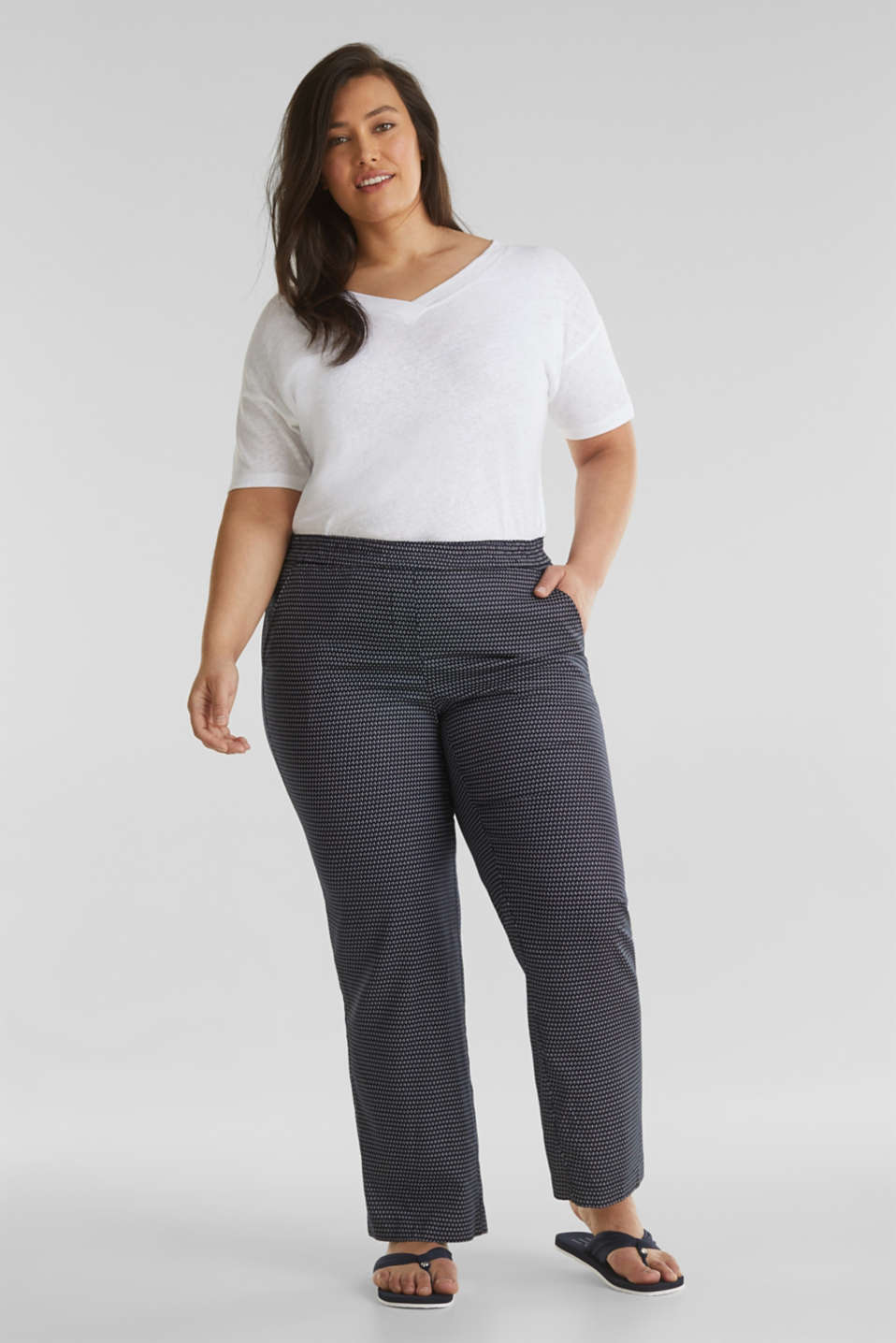 Esprit - CURVY printed trousers in TENCEL™