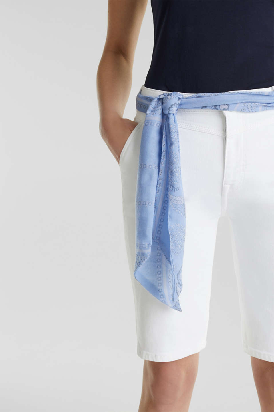 With TENCEL™: Bermudas with bandana, WHITE, detail image number 1