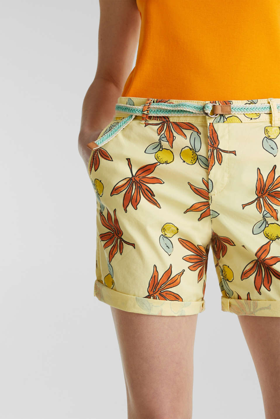 Cotton shorts with Lycra xtra life™, BRIGHT YELLOW, detail image number 2