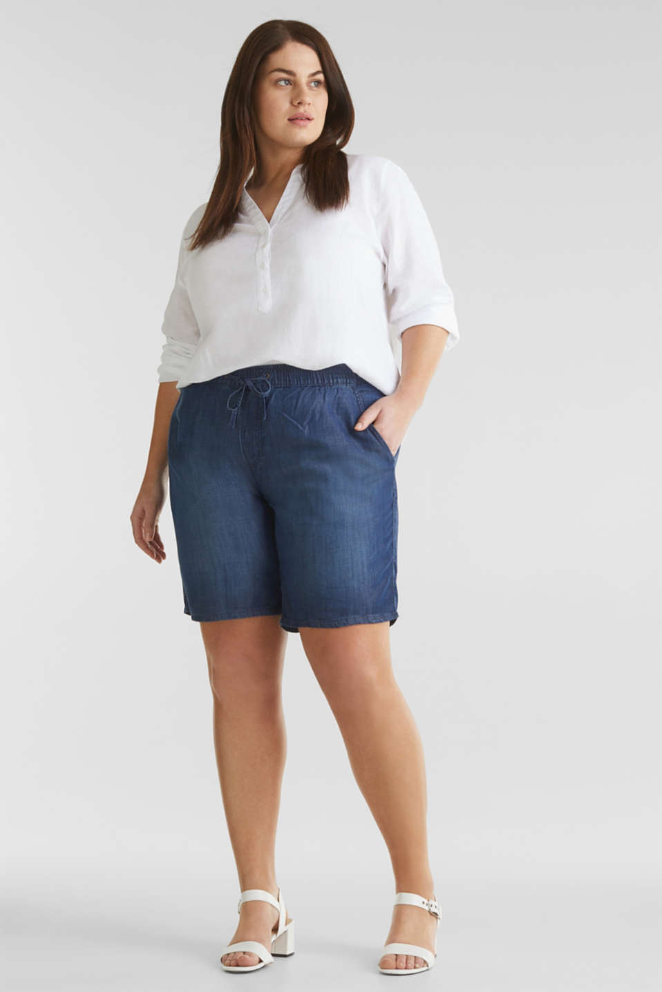 Esprit - CURVY Shorts in denim in lyocell