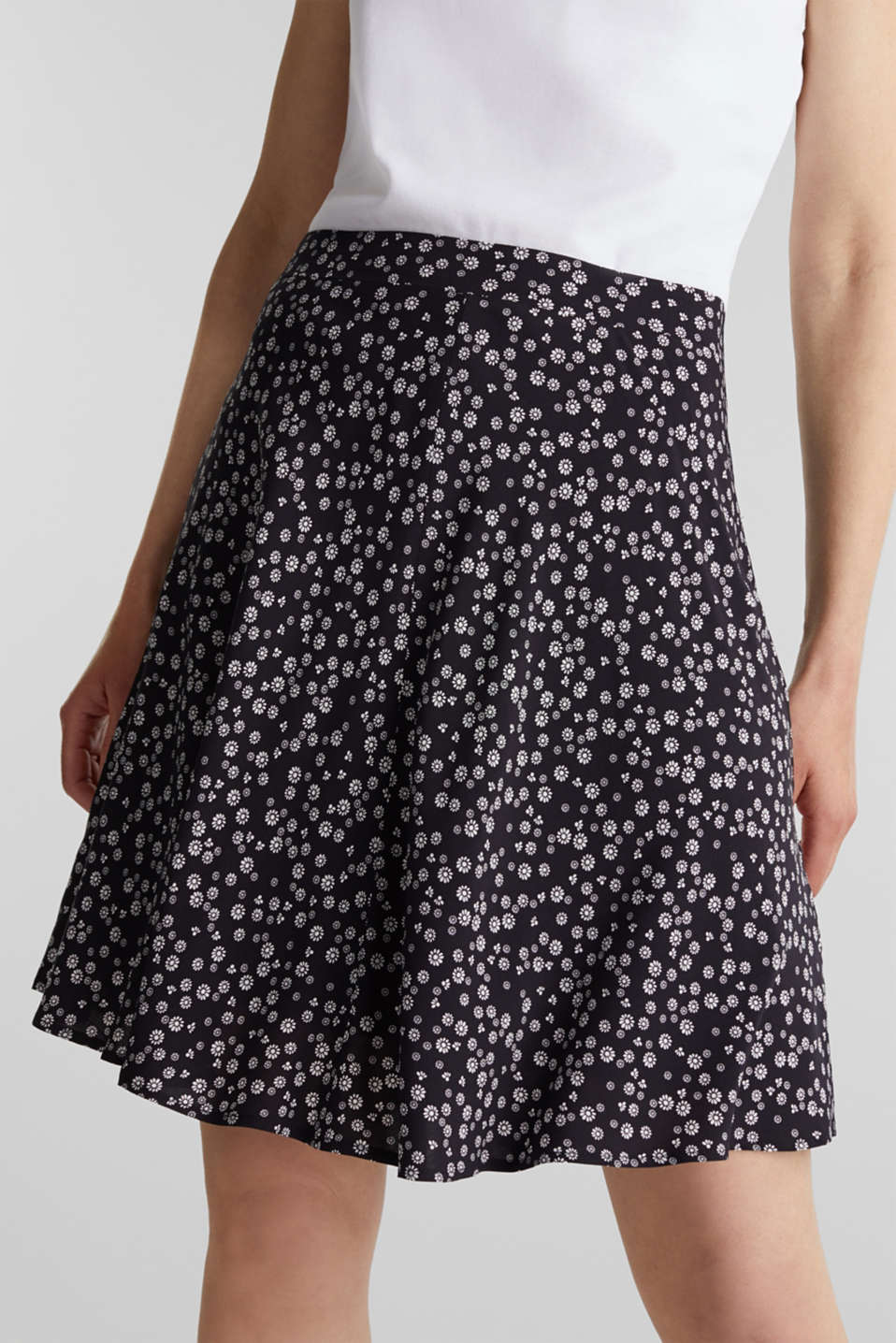 Printed skirt made of LENZING™ ECOVERO™, NAVY 4, detail image number 1