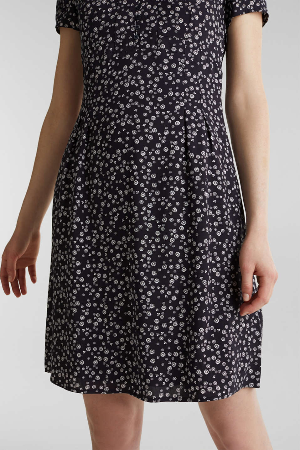 Printed dress made of LENZING™ ECOVERO™, NAVY 4, detail image number 5