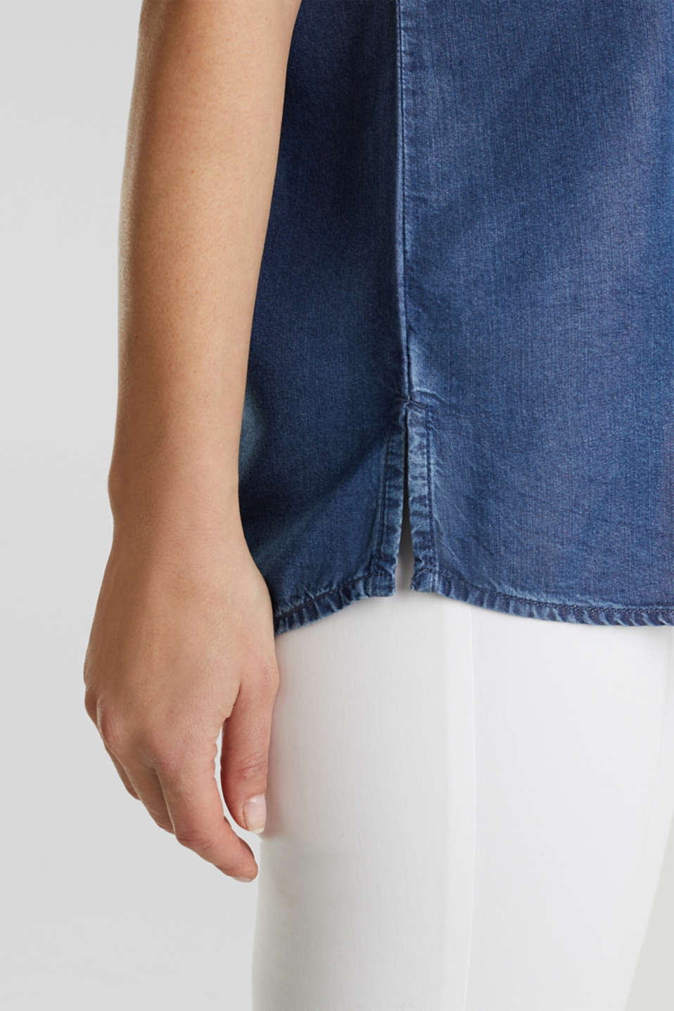 Made of TENCEL™: Blouse with pockets, BLUE DARK WASH, detail image number 5
