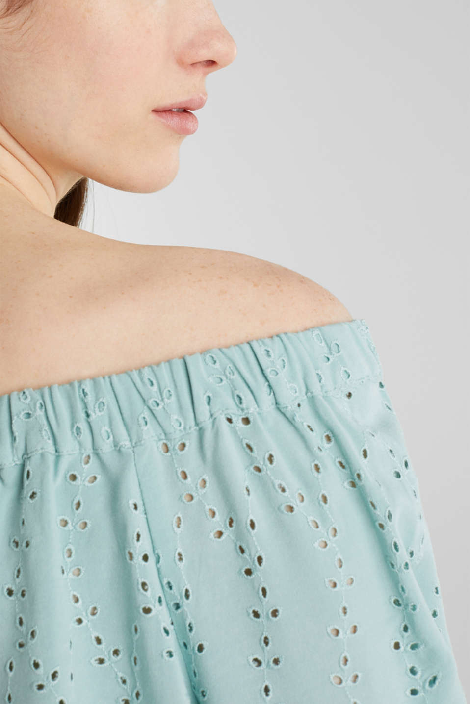 Carmen blouse with broderie anglaise, LIGHT AQUA GREEN, detail image number 2
