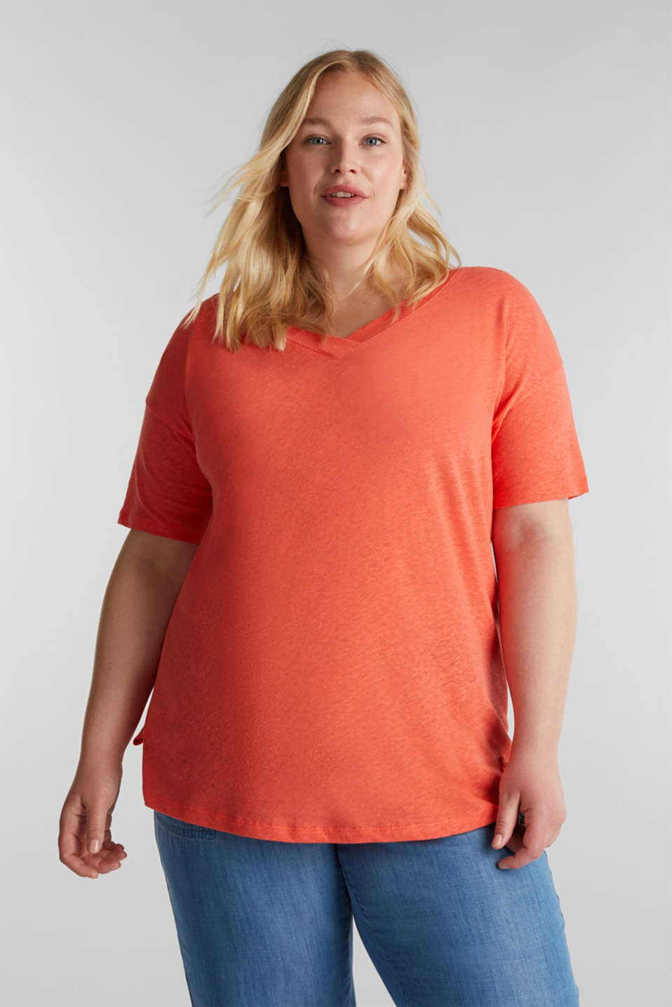 Esprit - Linen blend CURVY V-neck top