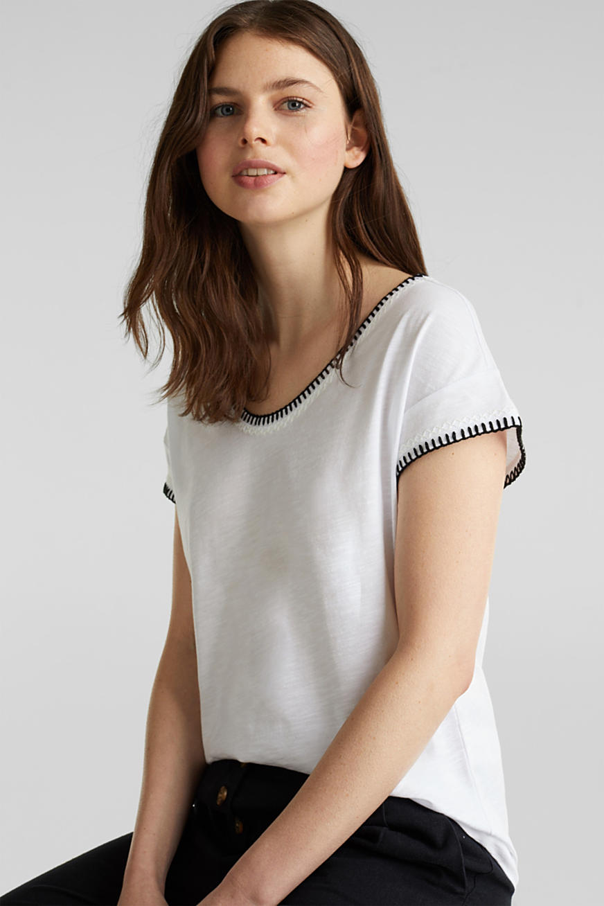 Embroidered top made of organic cotton