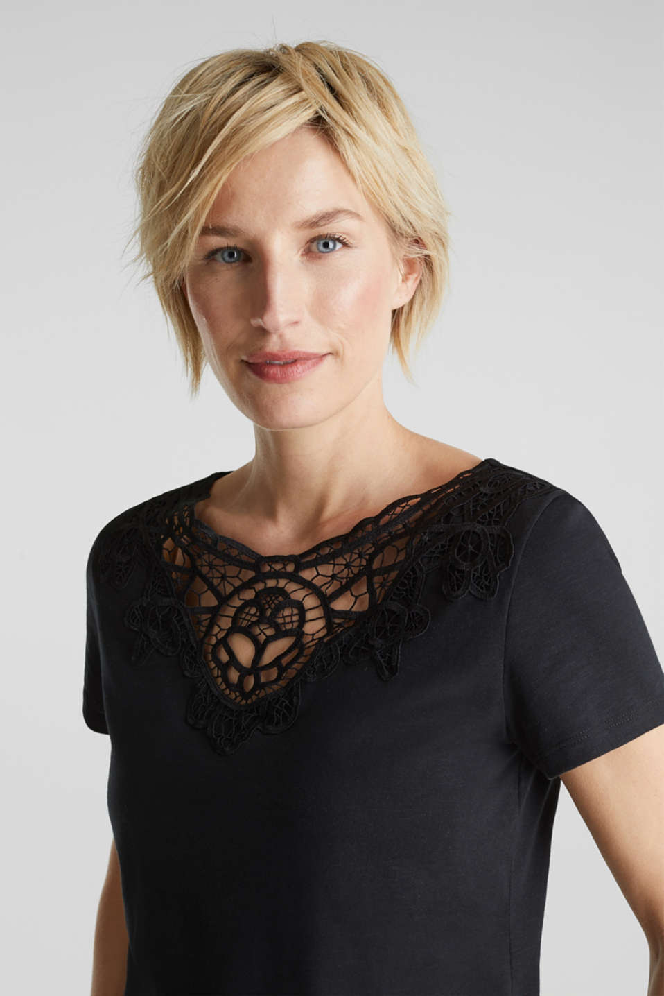 Esprit - Cotton top with a lace insert