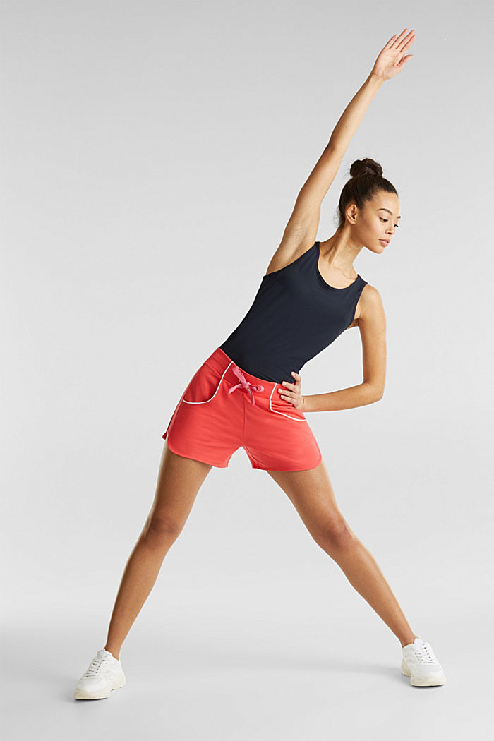 Sweatshirt fabric shorts with piping