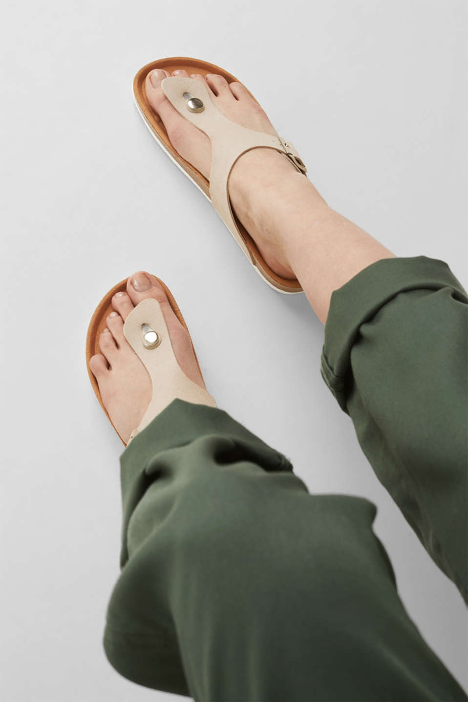 Made of leather: thong sandal slip-ons, BEIGE, detail image number 3