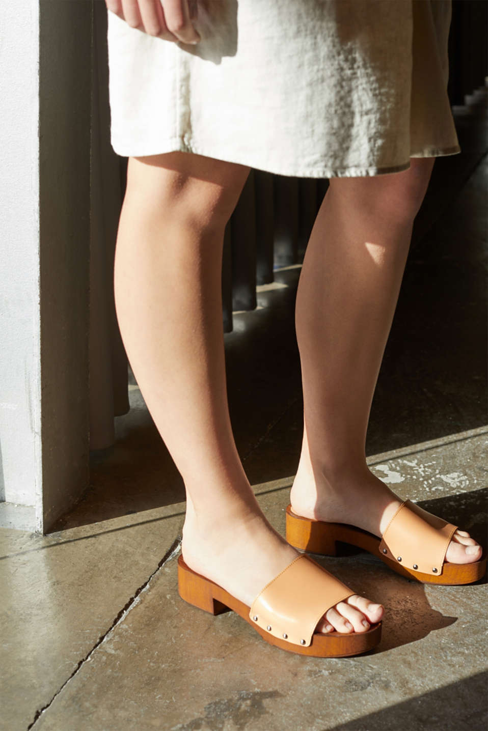 Made of leather: clog sandals, CARAMEL, detail image number 3