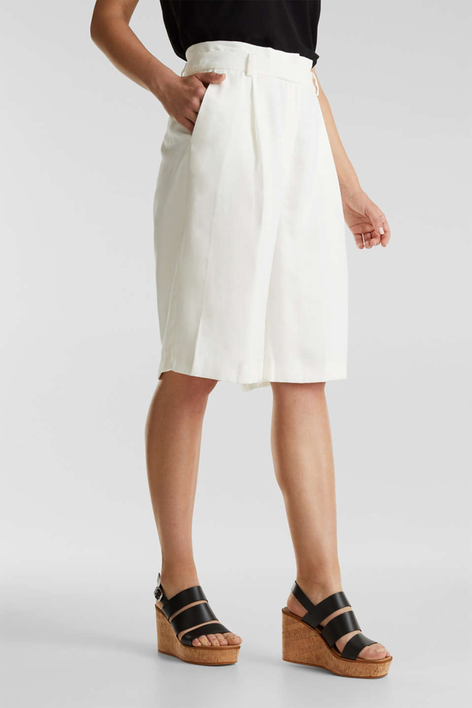 Flowing Bermudas with a wide leg, WHITE, detail image number 0