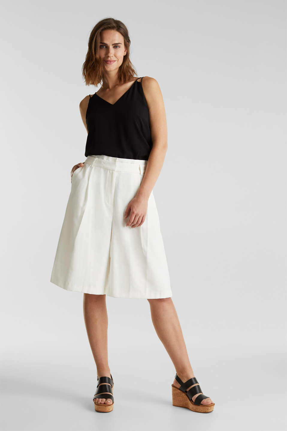 Flowing Bermudas with a wide leg, WHITE, detail image number 5
