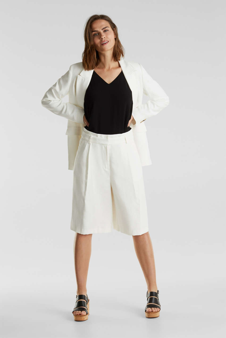 Flowing Bermudas with a wide leg, WHITE, detail image number 1