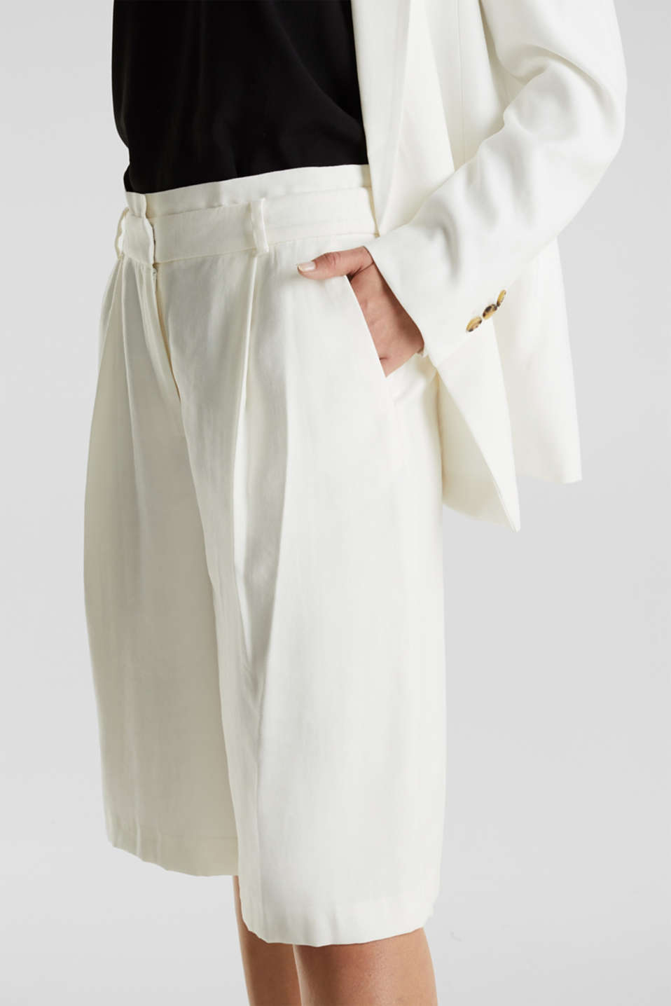 Flowing Bermudas with a wide leg, WHITE, detail image number 2