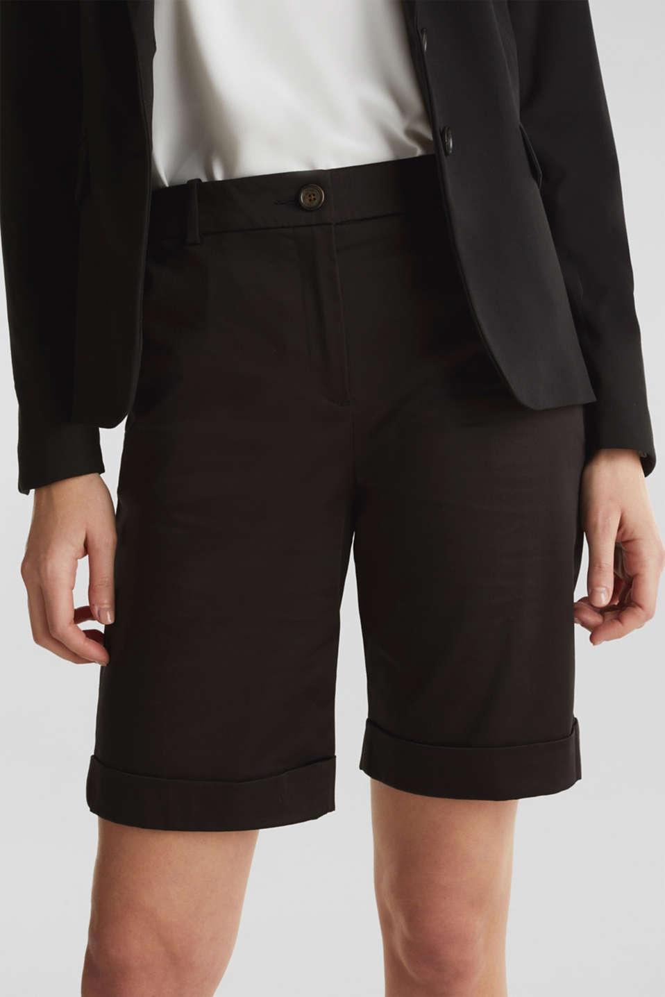 Stretchy satined Bermuda shorts, BLACK, detail image number 2