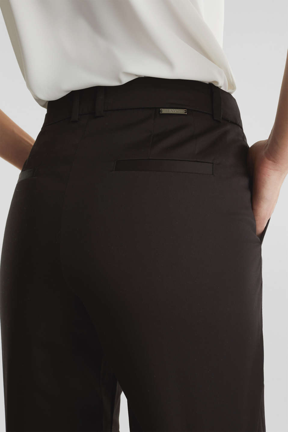 Stretchy satined Bermuda shorts, BLACK, detail image number 5