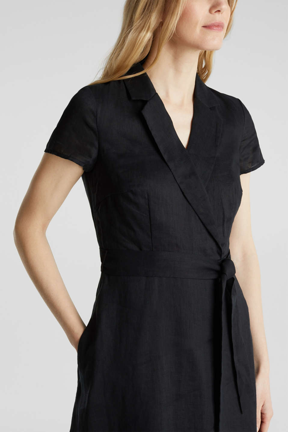 Made of linen: dress with a wrap-over effect, BLACK, detail image number 3