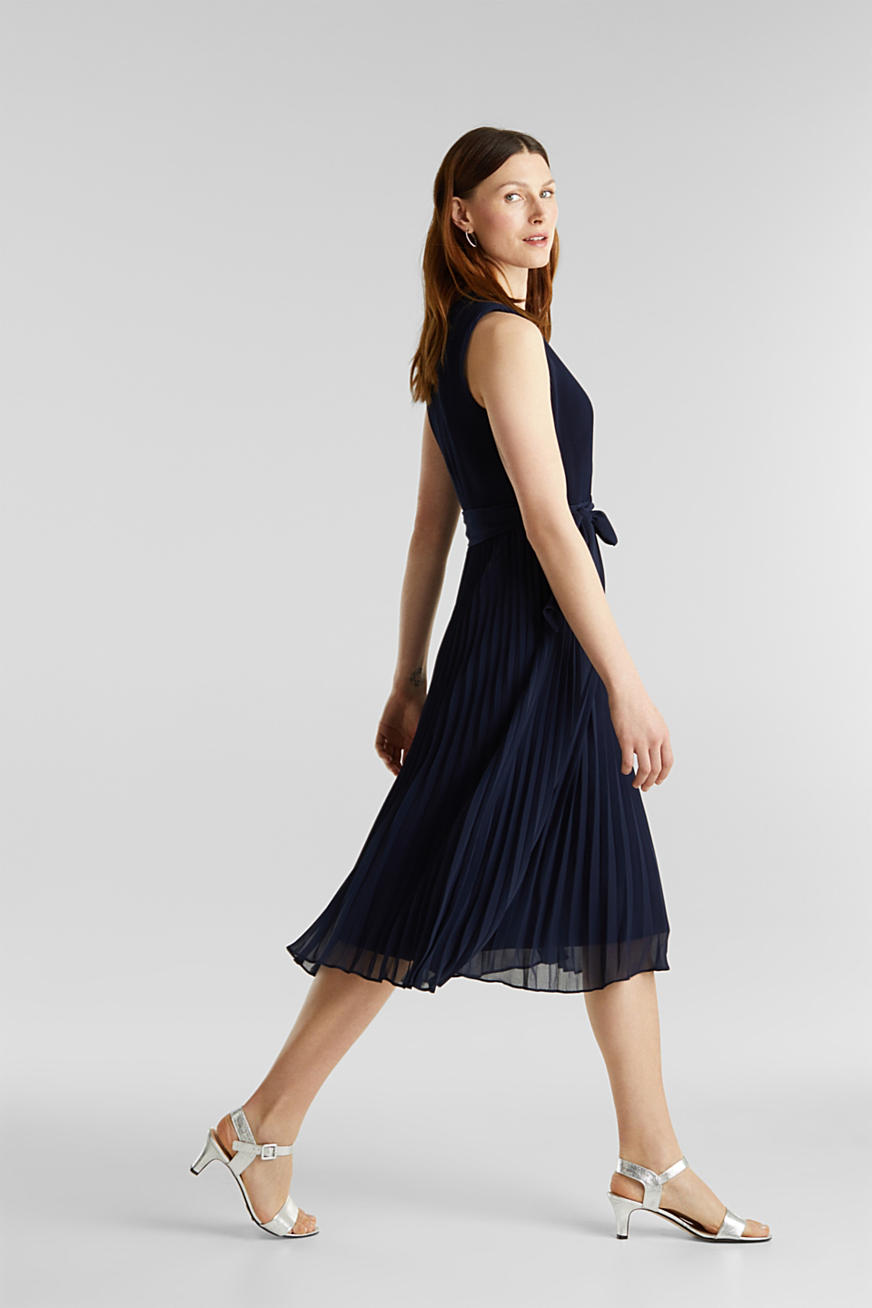 Recycled: midi dress with plissé pleats