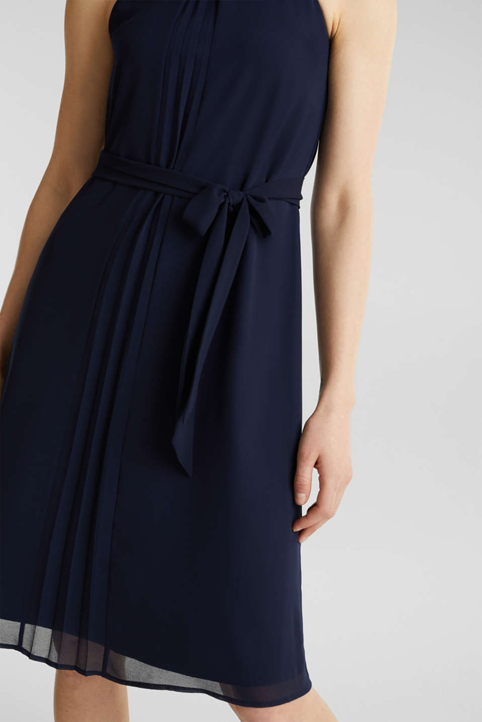 Recycled: crêpe dress with a belt, NAVY, detail image number 2