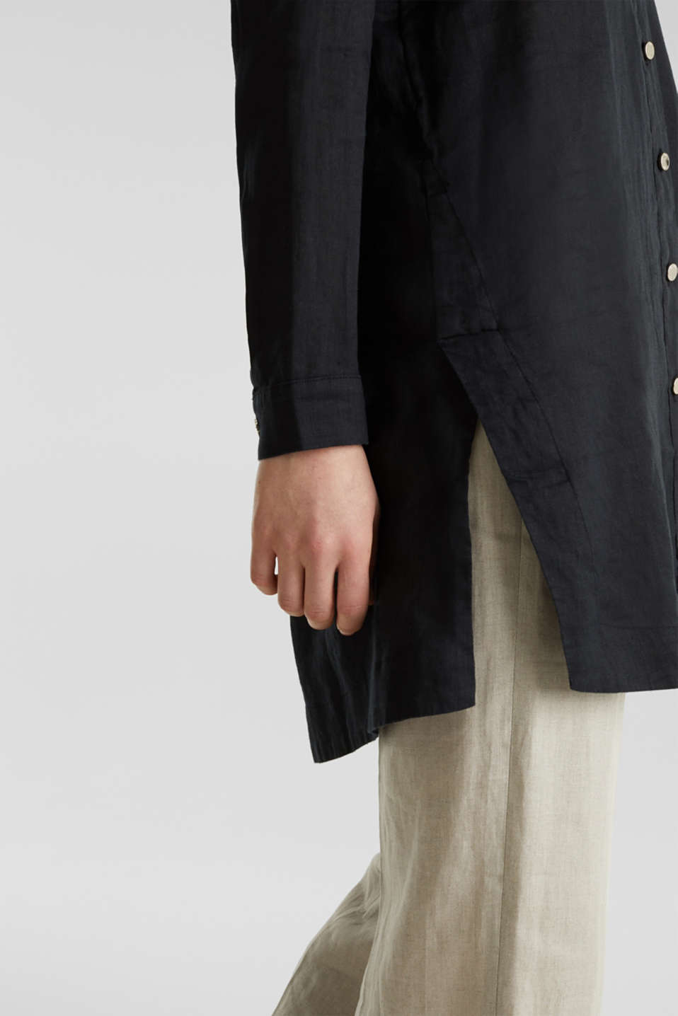 Made of linen: shirt blouse in a long cut, BLACK, detail image number 5