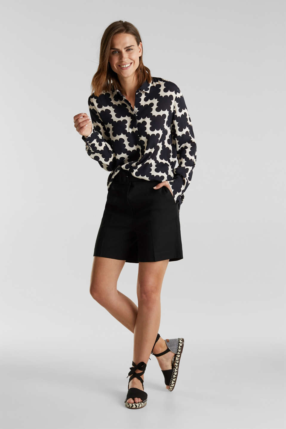 Crêpe blouse with a modern print, BLACK 3, detail image number 1