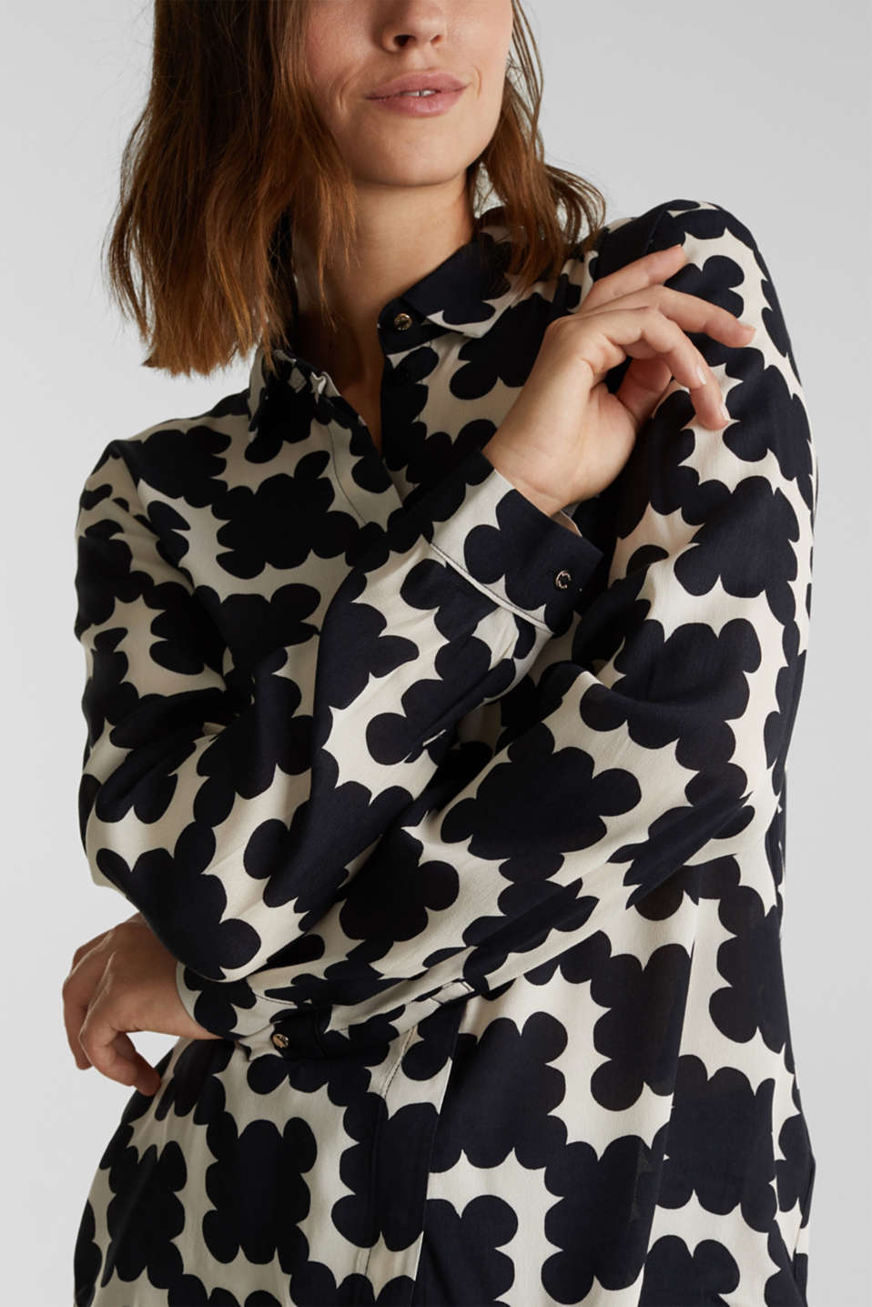 Crêpe blouse with a modern print, BLACK 3, detail image number 2