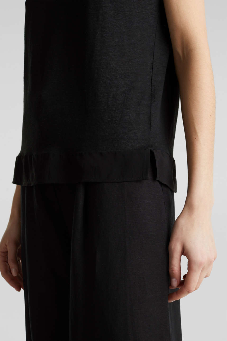 Made of linen: top with fabric details, BLACK, detail image number 5