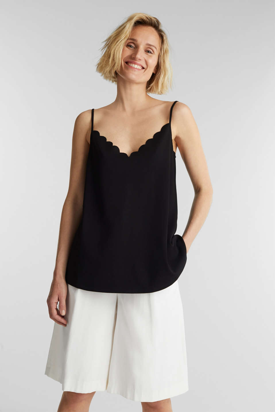 Esprit - Stretch jersey top with a scalloped edge