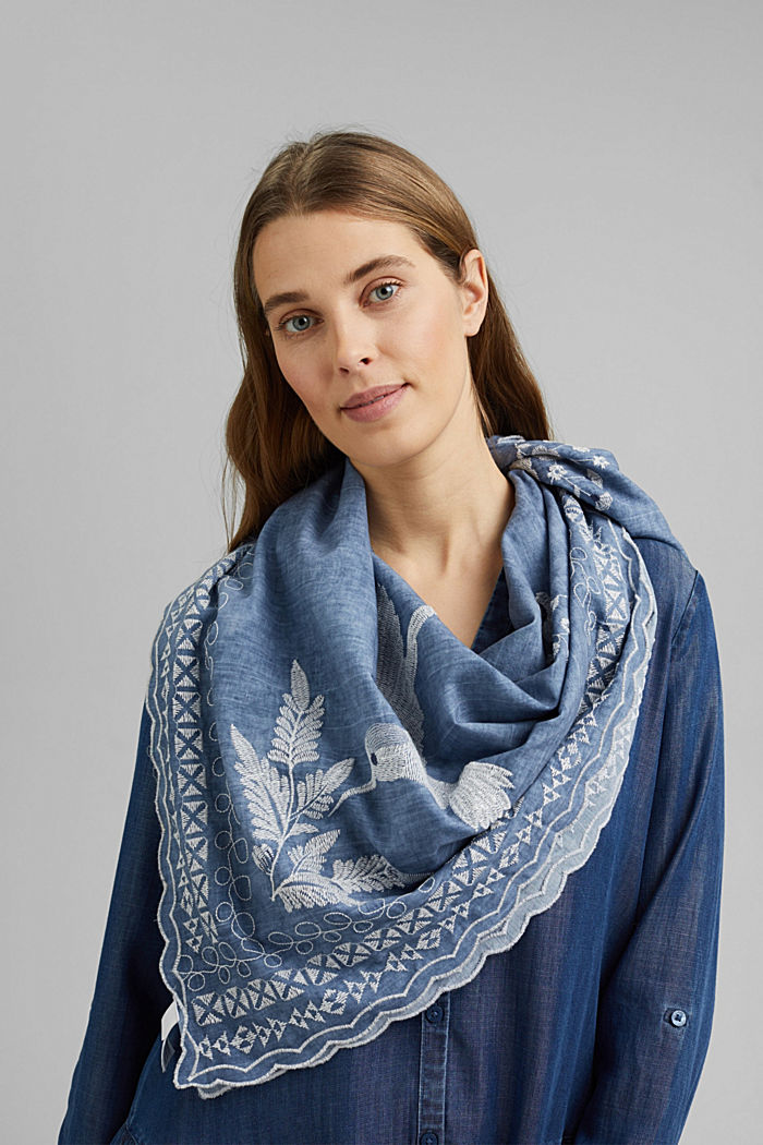 Scarf with embroidery made of 100% organic cotton