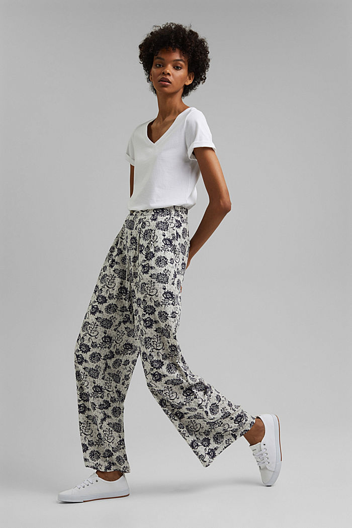 Flowing print trousers with a wide leg