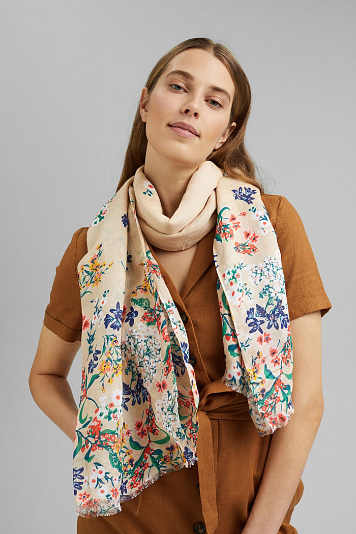 Made of linen/ECOVERO™: printed scarf