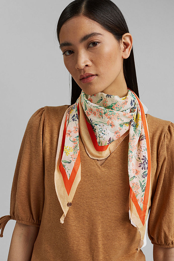 #ReimagineNaturalLifestyle: Scarf with a print