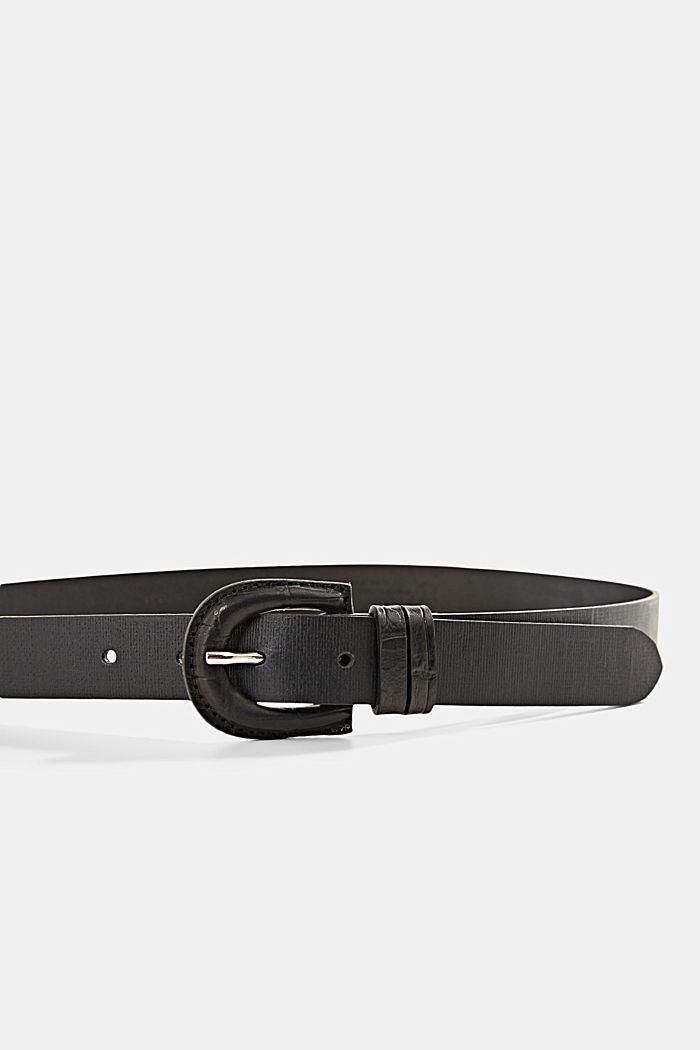 En cuir: la ceinture à boucle revêtue