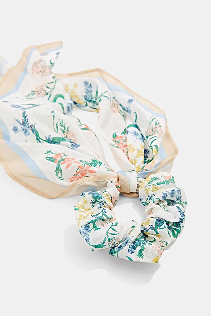Met zijde: scrunchy met bloemenmotief