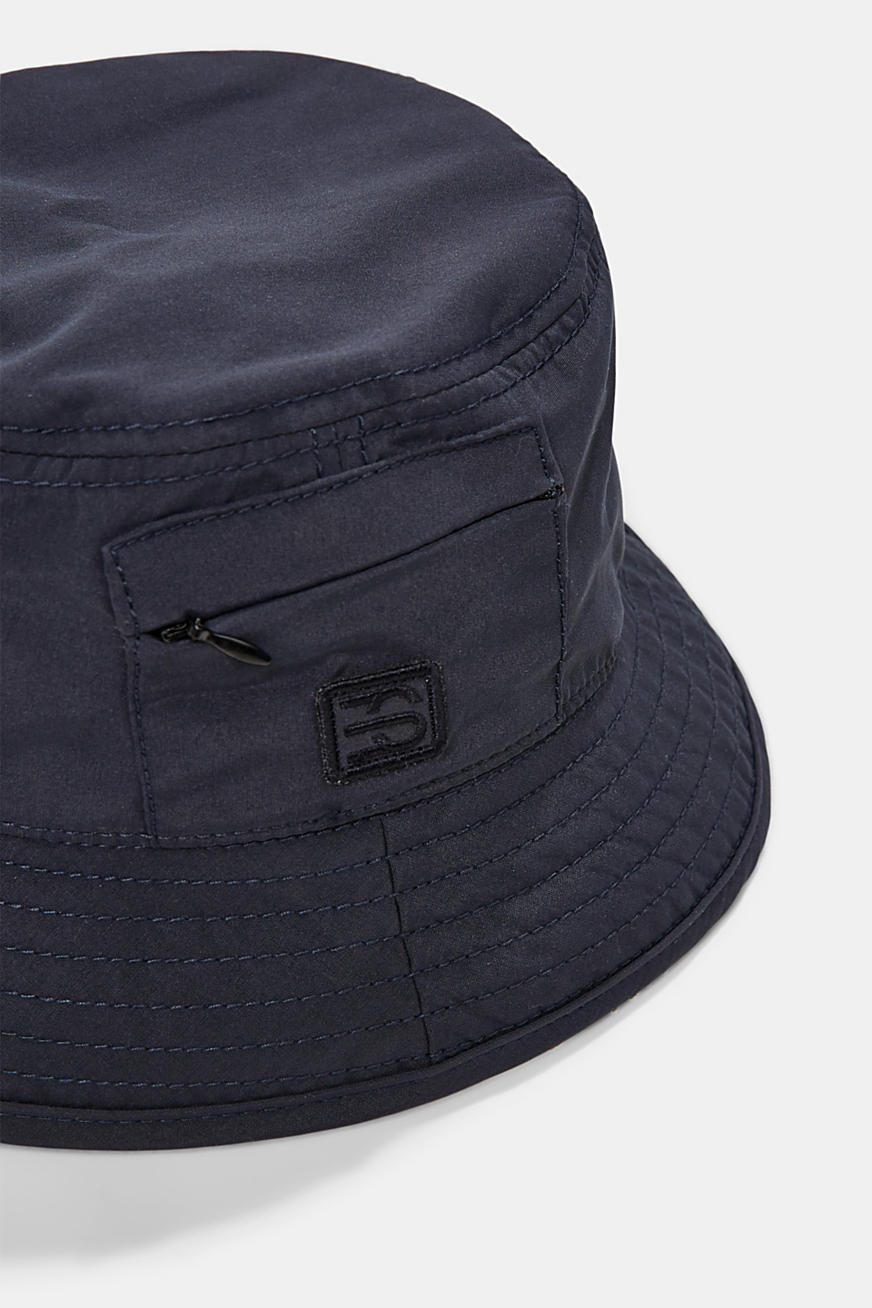 Bucket hat with a zip pocket