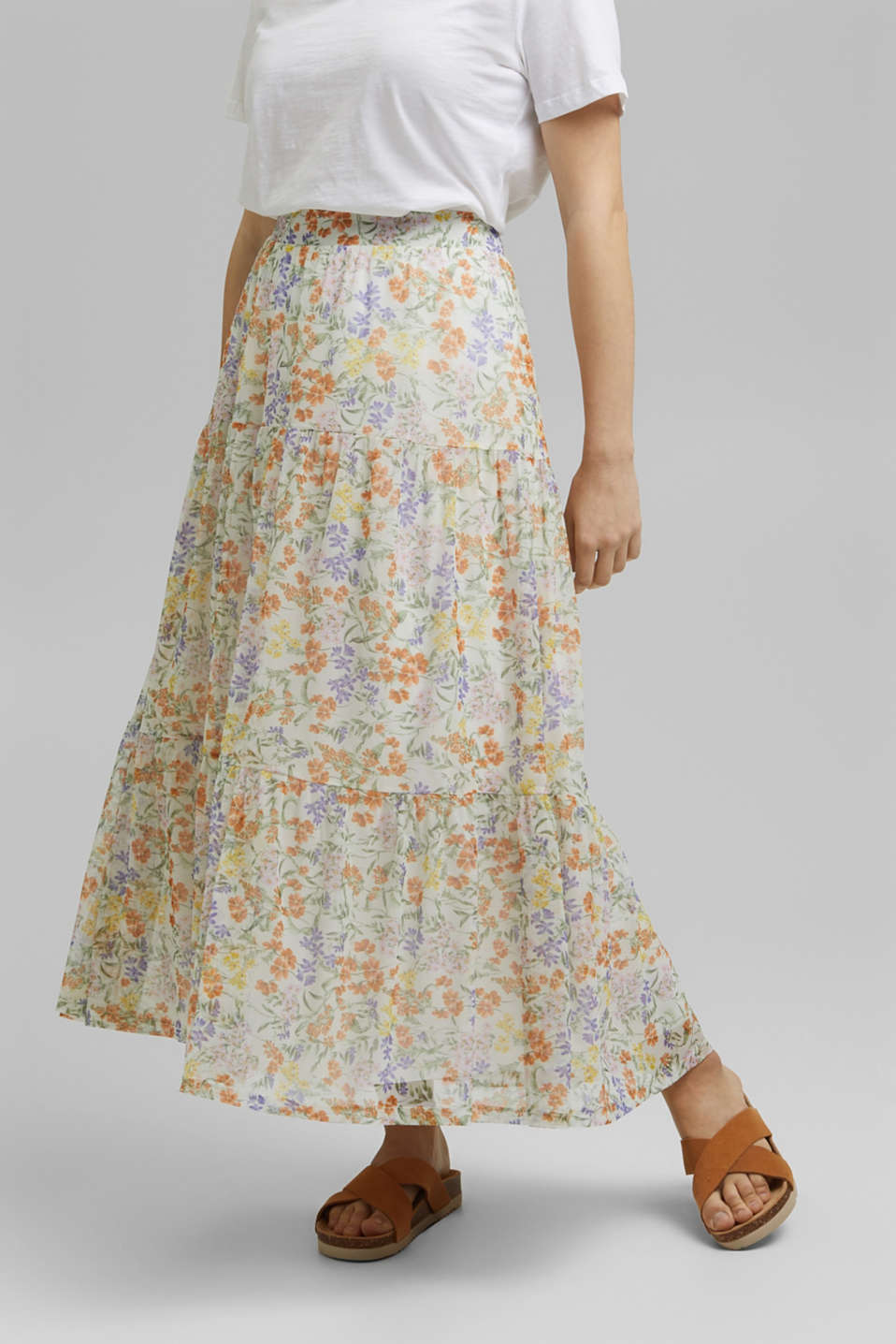 Esprit - CURVY maxi skirt with frills and a print