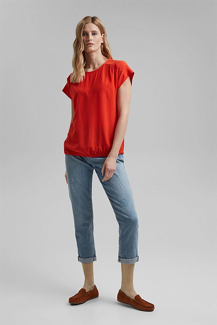 Top façon blouse à teneur en LENZING™ ECOVERO™, ORANGE RED, detail image number 1