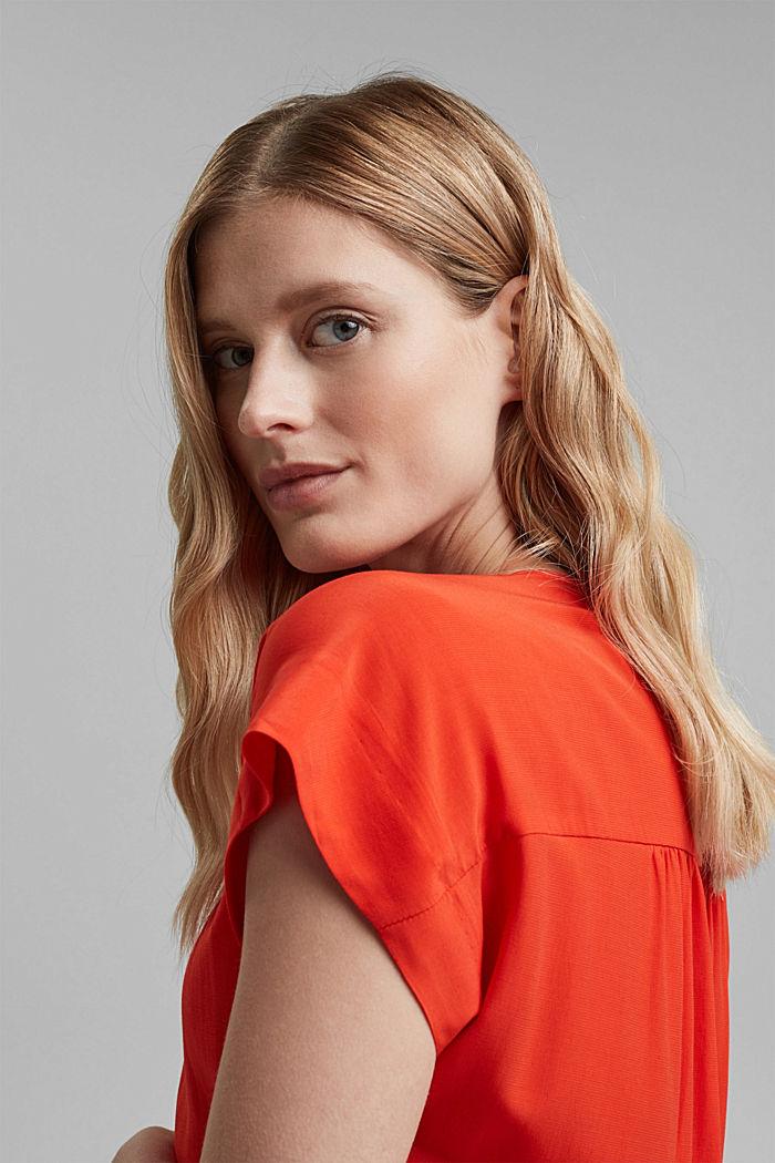 Top façon blouse à teneur en LENZING™ ECOVERO™, ORANGE RED, detail image number 6