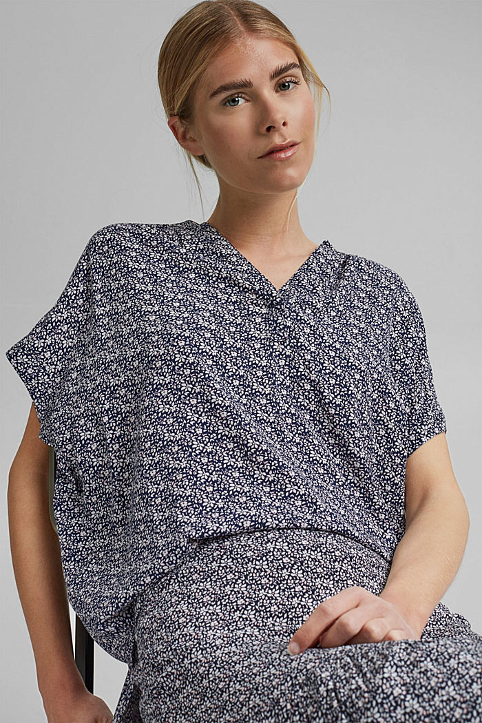 Top façon blouse à motif fleuri en LENZING™ ECOVERO™