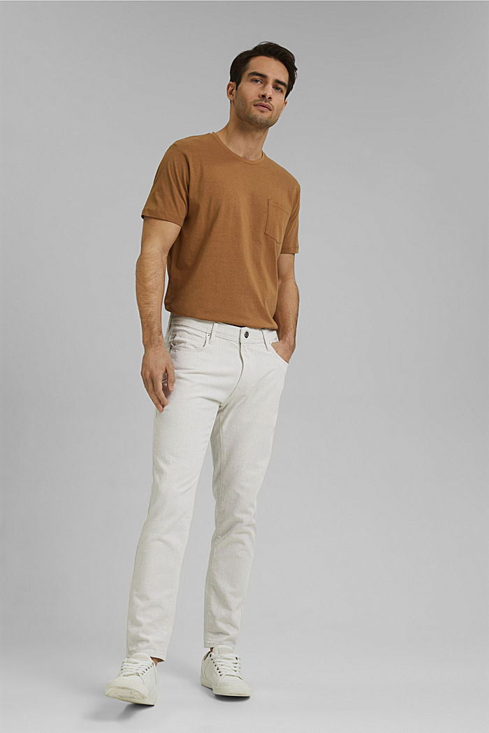 À teneur en coton biologique/lin: le jean léger