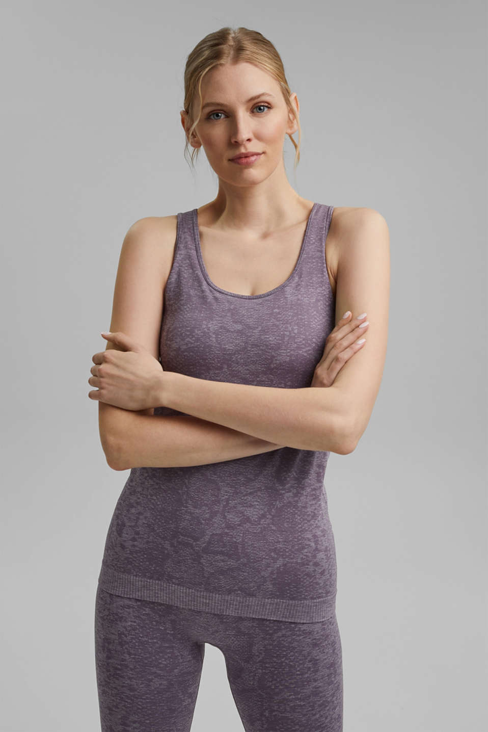 Esprit - YOGA top with an E-Dry finish and integral bra