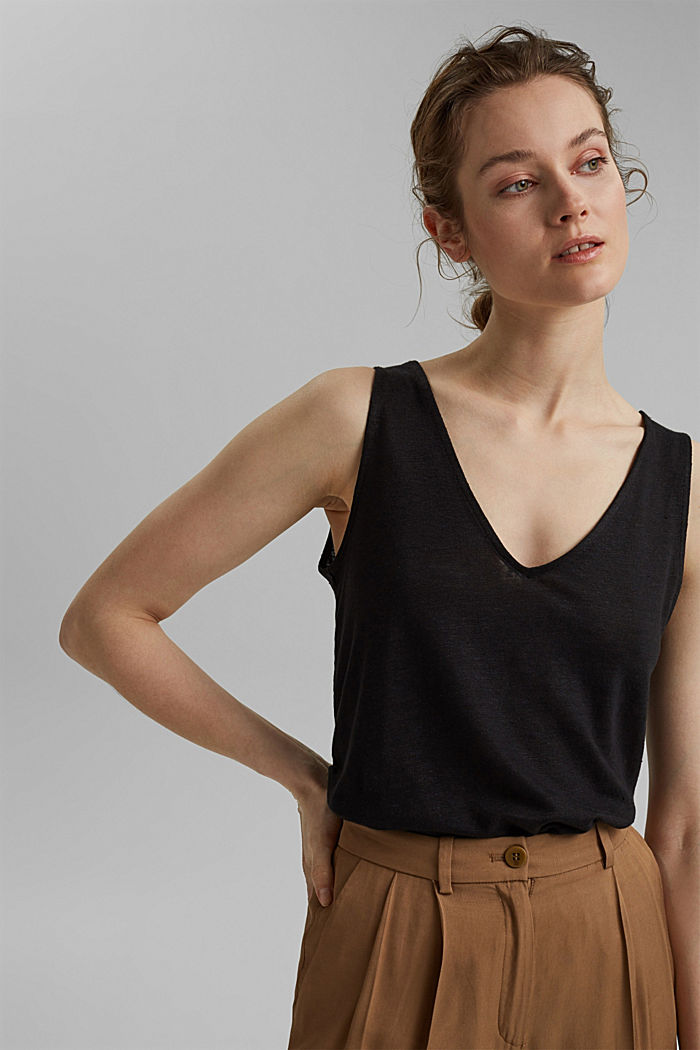 Made of 100% linen: V-neck sleeveless top