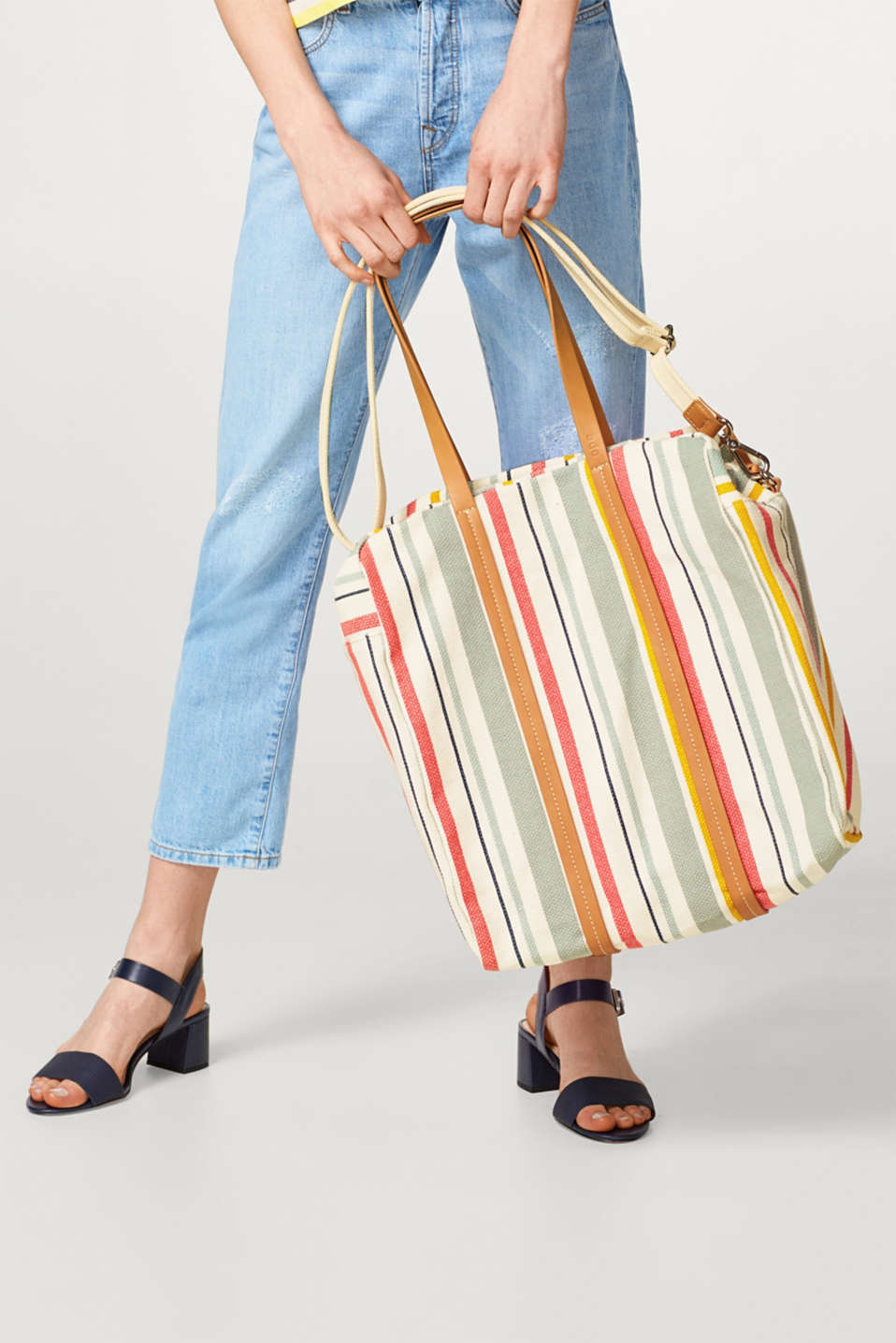 Shopper with colourful stripes, made of cotton