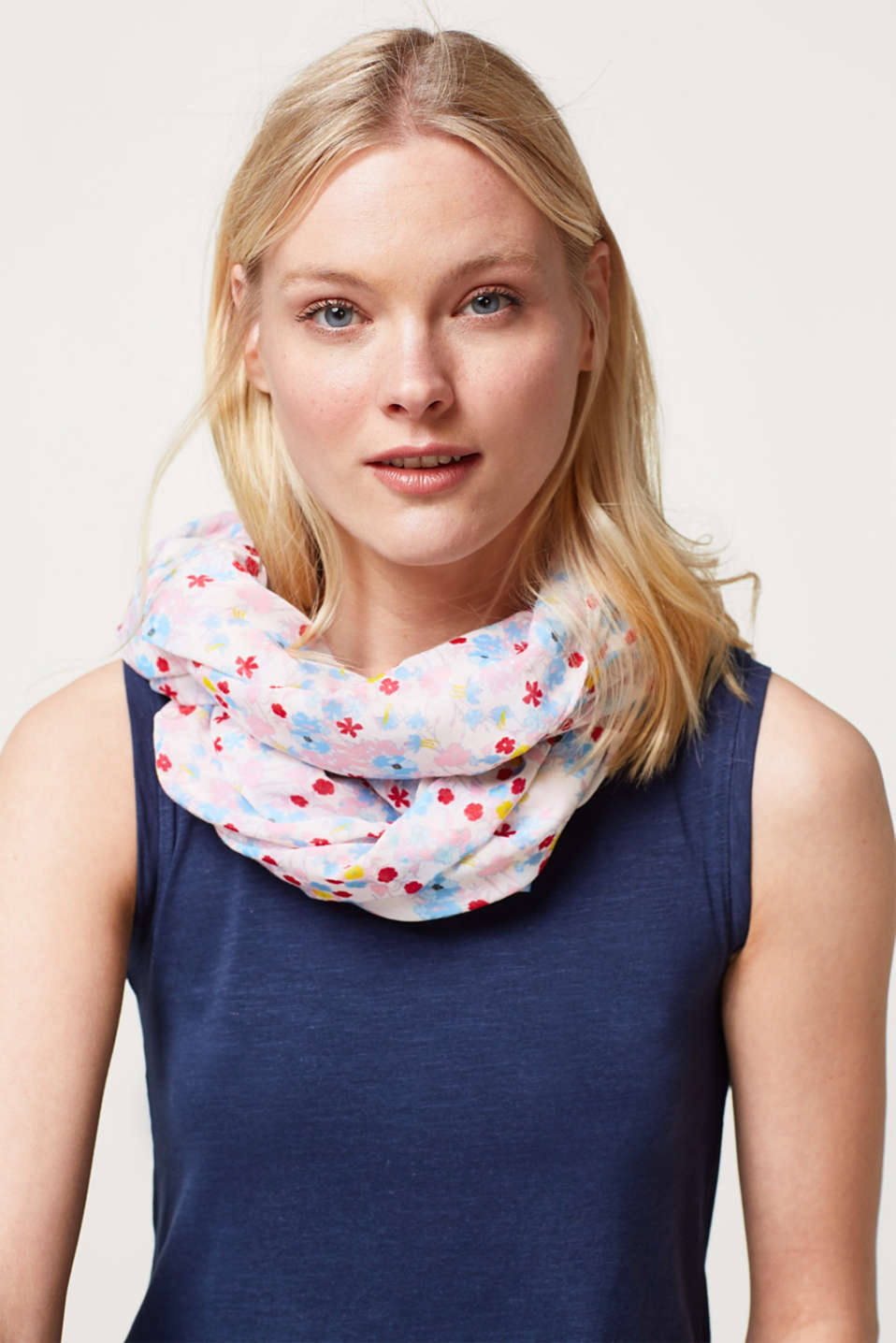 Snood with feminine floral print