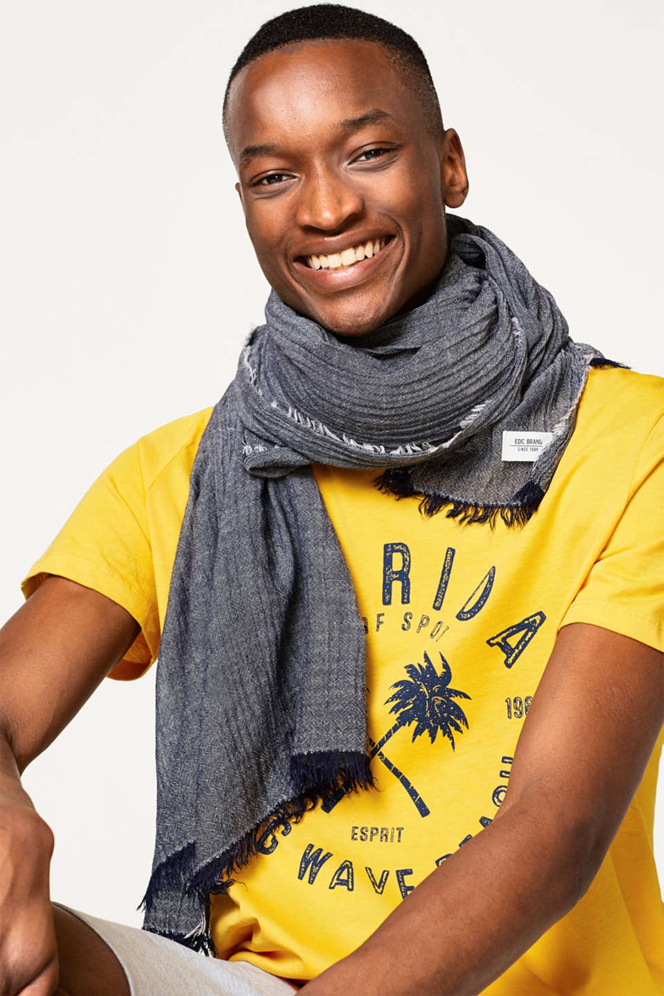 Lightweight woven scarf in a two-tone look