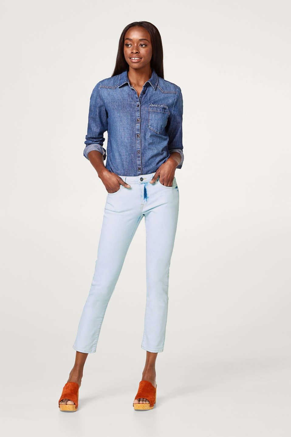 Cropped stretch jeans with an acid wash