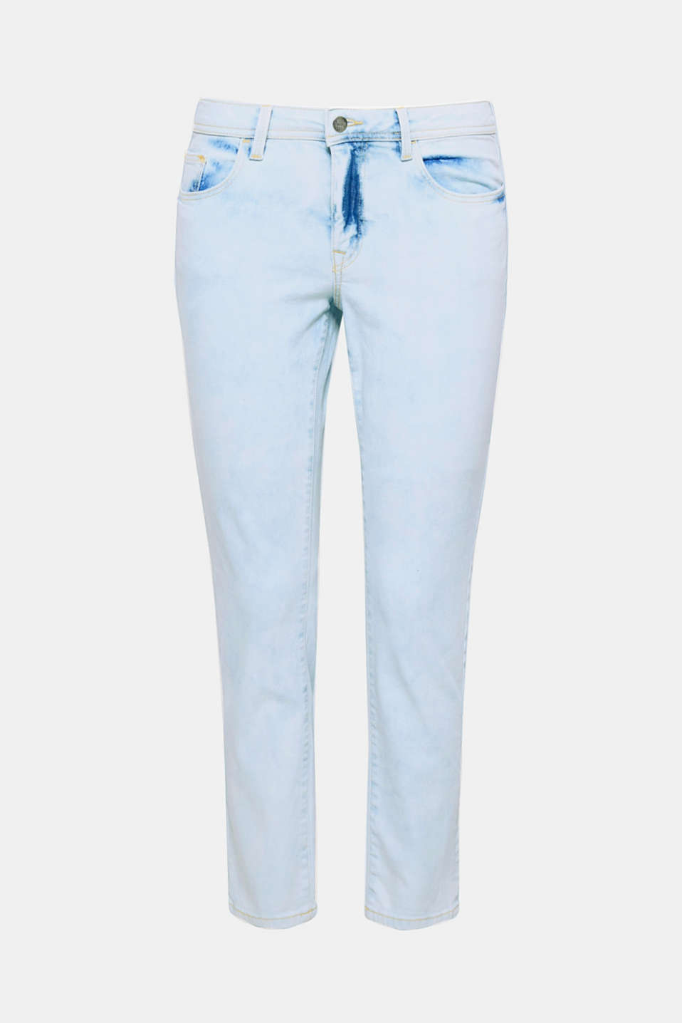 The pale garment wash in an acid style gives these jeans with a slim, cropped leg length a super cool look!