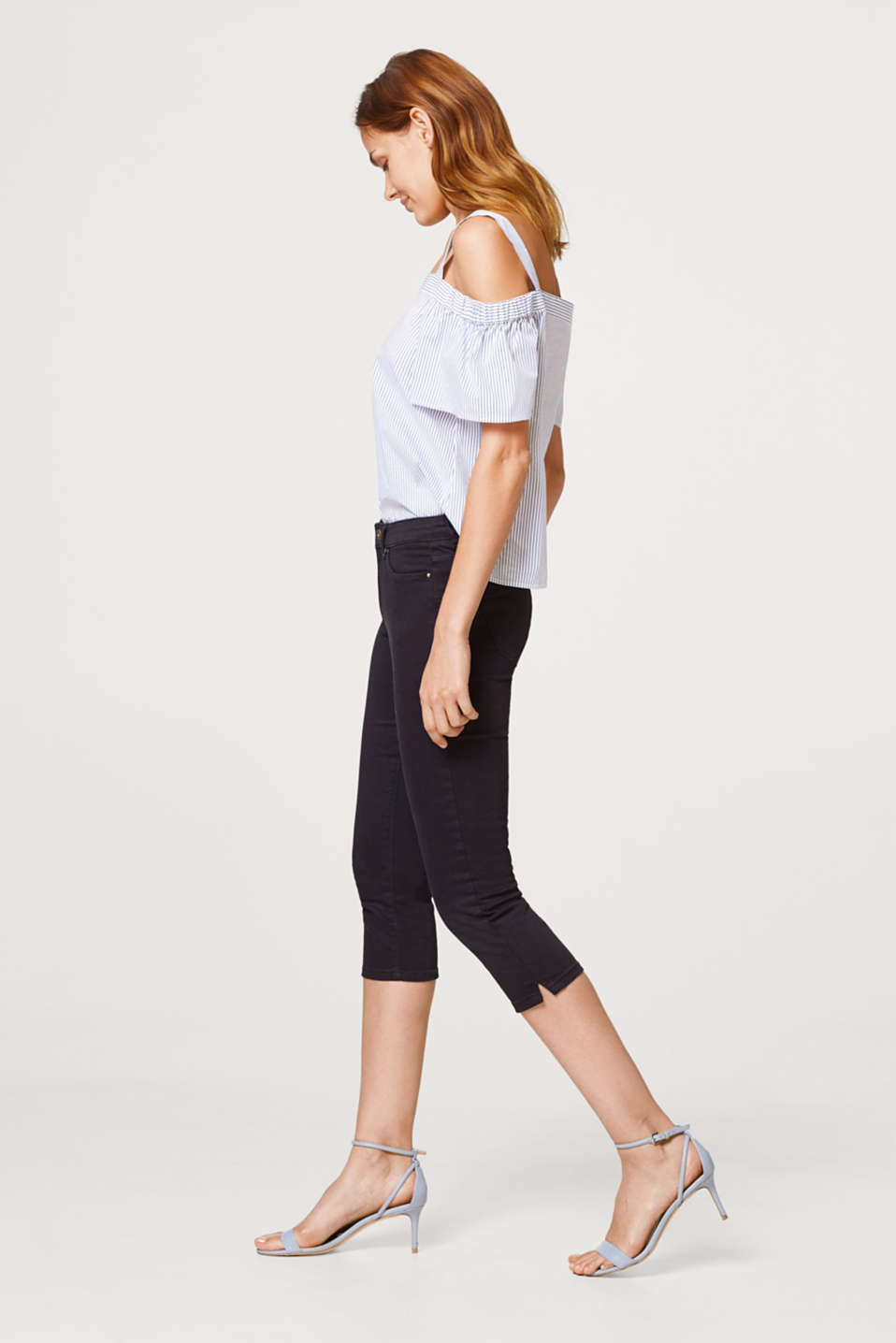 Capris made of cotton with added stretch for comfort