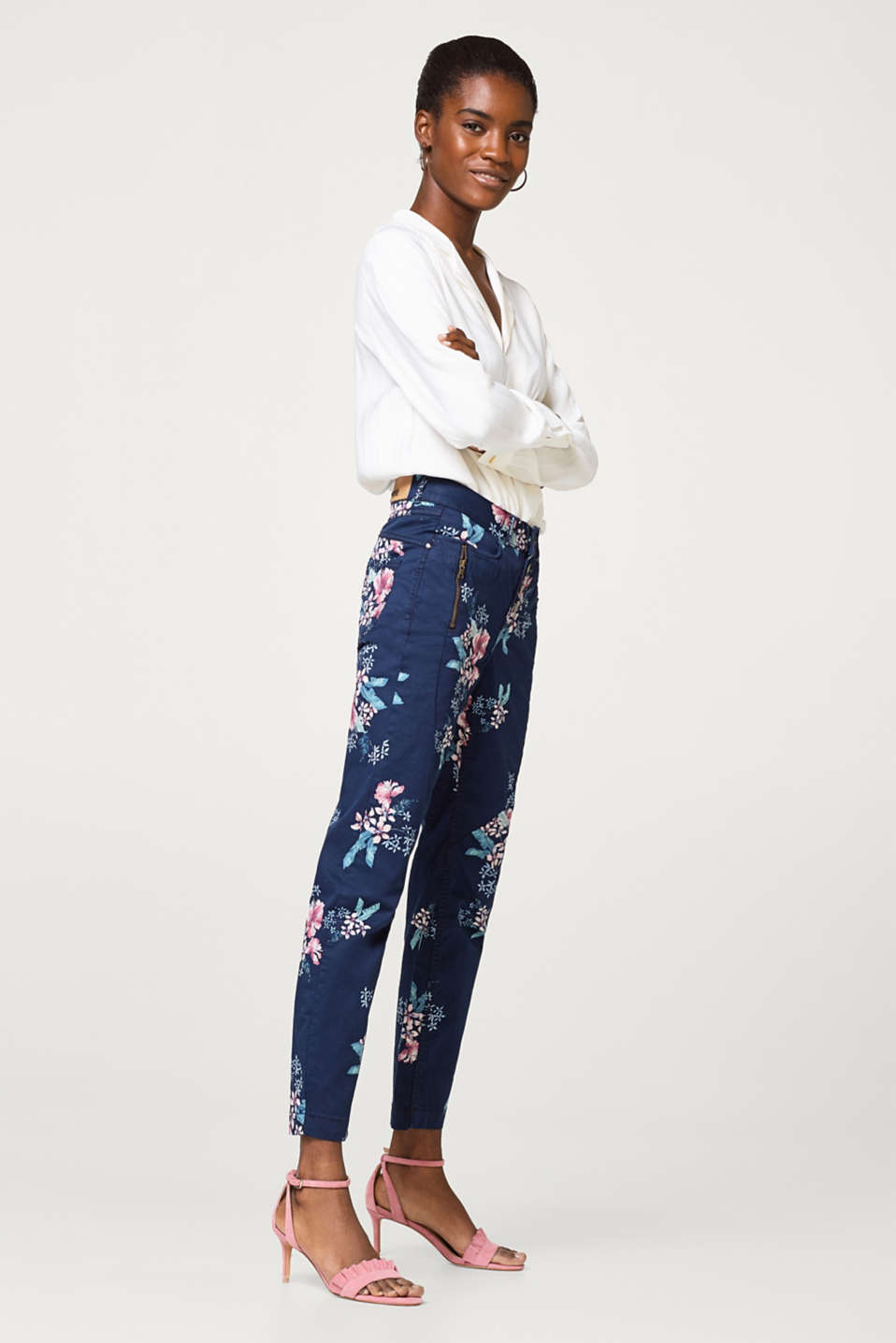 edc - Cropped chinos with a floral print and button placket
